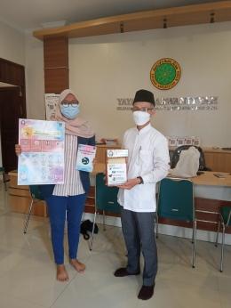 Penyerahan Alat Hand Sanitizer Otomatis kepada Ketua RT 4 RW 1 Kelurahan Kajeksan (Sumber: Penulis)