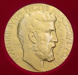Medali Fields. Sumber: https://en.wikipedia.org/wiki/Fields_Medal#/media/File:FieldsMedalFront.jpg
