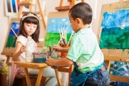Ilustrasi anak melukis dan menggambar (Shutterstock via lifestyle.kompas.com)