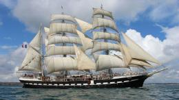 Perahu layar. Sumber: https://wallup.net/boat-sea-sailing-ship/