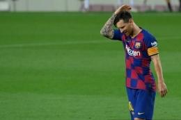 Lionel Messi tinggalkan Barcelona, klub yang sudah dibelanya selama 20 tahun.| Sumber: AFP/Lluis Gene via Kompas.com