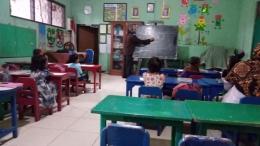 Kelas menggambar TK   Dokumentasi pribadi