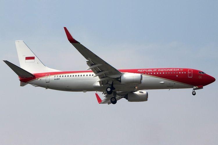 Pesawat Boeing 737-8U3 yang menjadi pesawat Kepresidenan RI dengan cat merah putih.  Sumber: JET PHOTOS/Abdiel Ivan Rivandi via Kompas.com
