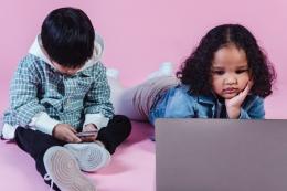 Ilustrasi anak kecanduan internet (Foto oleh Amina Filkins dari Pexels)