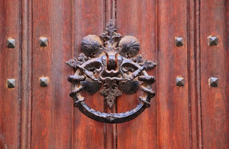 ilustrasi gambar untuk puisi: Pencair Pesan di Pintu Tabir dari pixabay.com