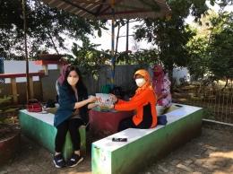 Pemberian Buku Cerita Anak kepada perwakilan orangtua, Jumat (30/08/2021) Dokpri