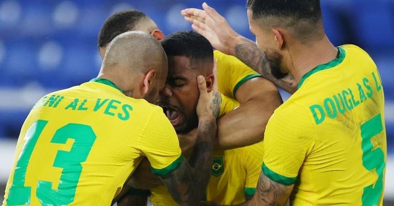 Pemain Brazil merayakan gol penentu kemenangan yang dicetak Malcom (Gambar: newsbinding.com)