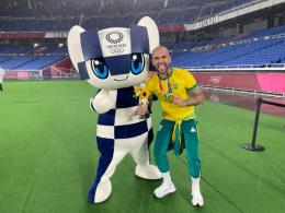 Dani Alves: https://twitter.com/CBF_Futebol