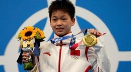 Medali emas persembahan Quan Hongchan untuk kesembuhan ibunda | foto: Sport studio ZDF TV/ tangkapan layar oleh HennieTriana—