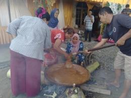 Dokpri; Para tetangga yang membantu acara resepsi (Jawa; Ngobeng, Majengan, Megandan)