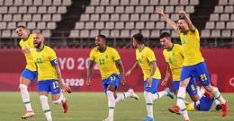 Pemain-pemain Brazil merayakan kemenangan atas Meksiko. Brazil menghadapi Spanyol di final sepak bola Olimpiade 2020 (Atsushi Thomura/Getty Images