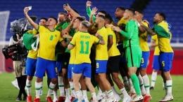 Brazil merayakan kemenangan atas Spanyol. (via reuters.com)