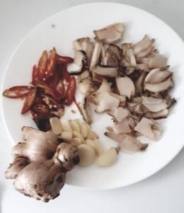 Abalone yang diiris tipis tipis untuk bubur Abalone(dok pribadi)