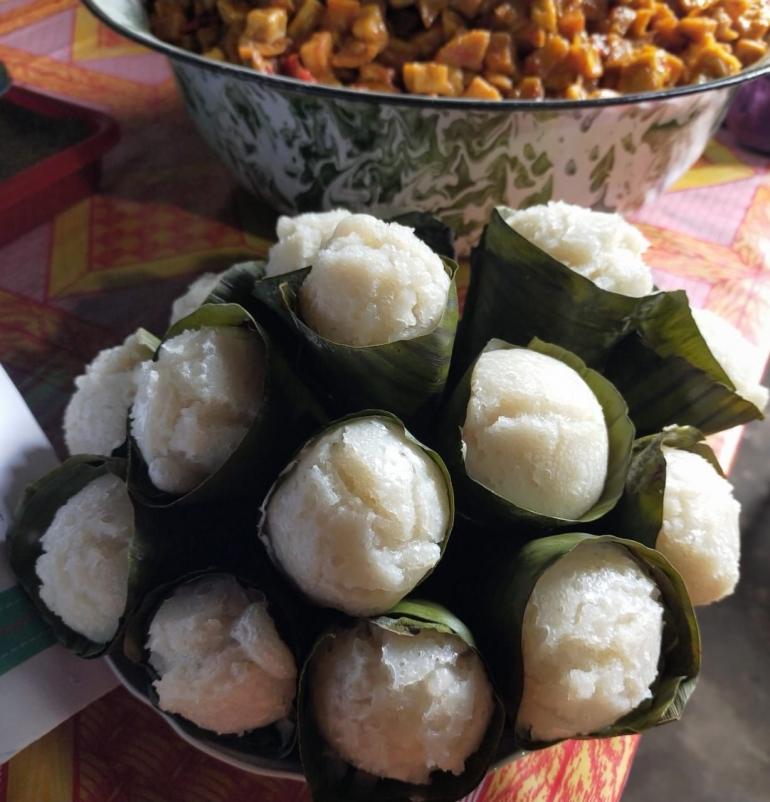 Gambar 1, Apem Contong daun pisang [Foto: Siti Nazarotin]