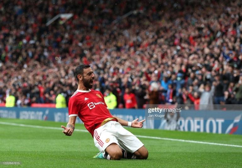Bruno Fernandes merayakan gol ketiga Manchester United ke gawang Everton di Old Trafford (7/8).Foto: Jan Kruger/Getty Images