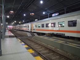 Kereta Api Tawangalun di Stasiun Bangil. (Sumber: Dokumentasi Pribadi)
