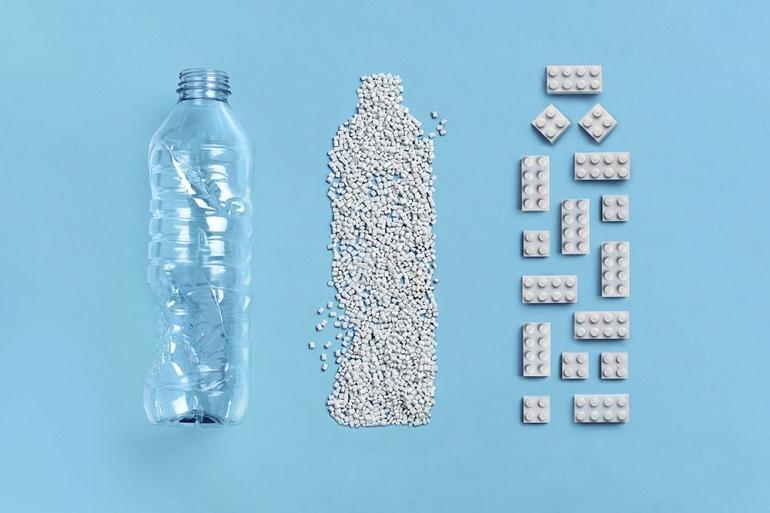 Merubah Plastik Bekas Jadi LEGO   Sumber Foto: The LEGO Group