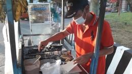 Pak Sugeng, penjual leker yang ada di Kota Pati. | Foto: Wahyu Sapta.