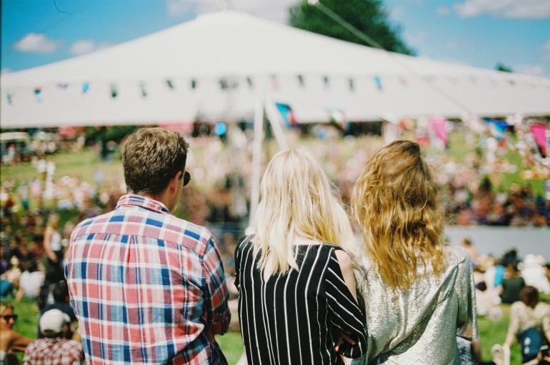 Ilustrasi cinta segitiga | Sumber: Foto: unsplash.com/Aranxa Esteve