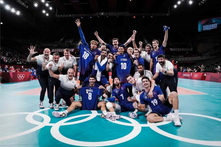 Kegembiraan timnas voli indoor putra Prancis usai meraih medali emas Olimpiade Tokyo 2020| Sumber: en.volleyballworld.com