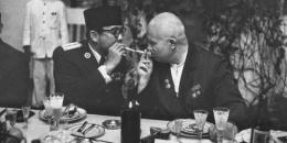 Soekarno dan Brezhnev (merdeka.com)