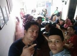 Bersama teman-teman Akapela NTB (Foto Ahyarros)