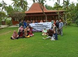 Bersama mantan buruh migran diacara Jagakarsa (Foto Ahyarros)