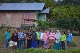 Bersama Sekolah Perempuan Perdamaian di Poso, Sulteng (Foto Ahyarros)