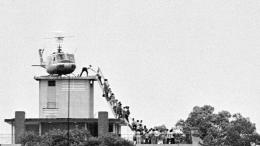 Warga Amerika ketika meninggalkan Saigon yang menandai berakhirnya perang Vietnam. Photo: itourvn.com