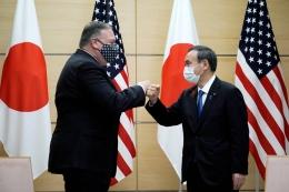 Perdana Menteri Yoshihide Suga dan Menteri Luar Negeri AS Mike Pompeo - Sumber: japantimes.co.jp