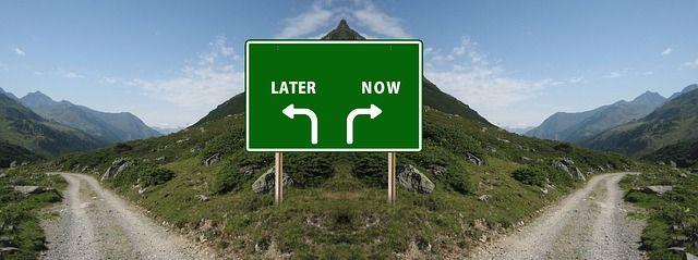 Sekarang atau nanti? | sumber: pixabay/Gerd Altmann