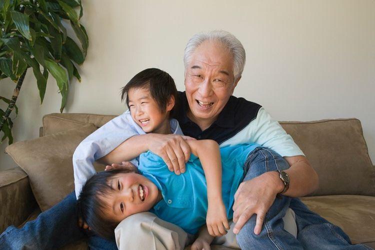 Ilustrasi menjaga cucu semasa pensiun (Gambar dari Sea Murphy via Kompas.com)