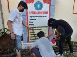 Rehabilitasi Taman PKK Balai RW 02 Kelurahan Kedungmundu oleh TIM 2 KKN UNDP 2020/2021 (Dokpri)