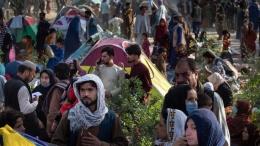 Para pengungsi sudah mulai membanjiri Kabul untuk mencari pelindungan. Photo: Getty Images.