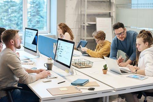 Ilustrasi ritme kerja di kantor (Sumber: pexels)