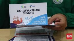 Bukan tidak mungkin, ke depan pemerintah akan memperluas persyaratan wajib kartu vaksin dan menjadikannya semacam kartu identitas (ilustrasi: CNN.com)