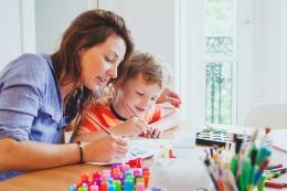 Ilustrasi orangtua melatih kesabaran anak (Shutterstock via kompas.com)