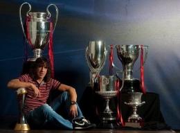 Puyol bersama Enam Trofi Juara yang Tahun 2009 (Sumber: @Football__Tweet)