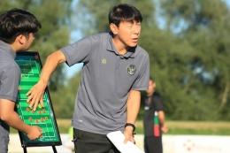 Pelatih timnas Indonesia, Shin Tae-yong menjelaskan strateginya ketika timnas U19 Indonesia melawan Kroasia, 8 September 2020.(Dok. PSSI)