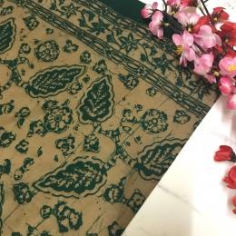 Batik cap motif Bungo Keladi khas Jambi, yang proses pembuatannya menggunakan lilin panas, sehingga bisa dikategorikan sebagai batik asli   Dokpri