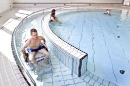 www.martinschubert.or  Kolam renang yang memutar, dengan ramp yang membuaat disabilitas kursi roda bilan naik turun kolam renang tanpa bantun .....