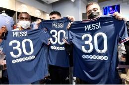 Jersey 'Messi 30' yang diburu fans Messi dan PSG. Sumber: AFP / www.thesun.co.uk