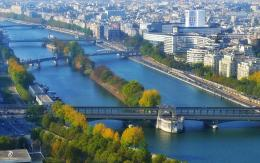 Dari atas Eiffel terlihat panorama sungai Seine yang indah. Sumber: dokumentasi pribadi
