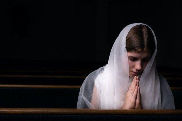 Ilustrasi berdoa | Sumber : idntimes.com