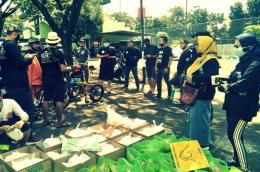 Persiapan Komunitas Pesepeda Membagikan Sembako. Foto dok. : Norch Bdg