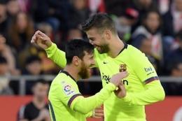 Messi dan Pique saat masih satu tim di Barca. Sumber foto: AFP/Lluis Gene via Kompas.com