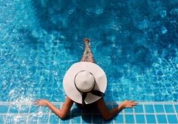 Hotel berbintang 7 memiliki kolam renang di dalam suite (ilustrasi Pixabay getty images)