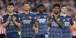 Ekspresi kecewa pemain-pemain Arsenal usai kalah dari Brentford dilaga perdana Liga Inggris (14/8). Foto: arseblog.news/