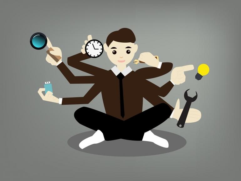 Ilustrasi pegawai dengan rangkap tugas oly SerenaWong dari pixabay.com