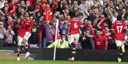 Pemain Manchester United merayakan gol ke gawang Leeds United. (via AP Photo)